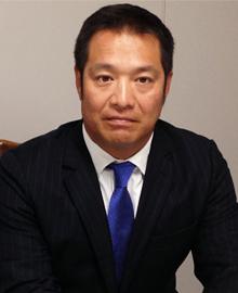 日本アイキャン株式会社<br /> 代表取締役 春日 信治<br /> Managing Director Shinji Kasuga